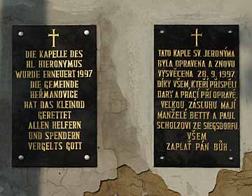 Kaple sv. Jeronýma v Heřmanovicích - nápisy na kapli