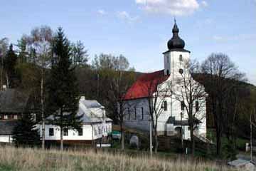Kostel s farou